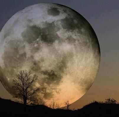 Had to post pic of the moon. Since I was a kid..my dreams involving the moon..all pure insanity.