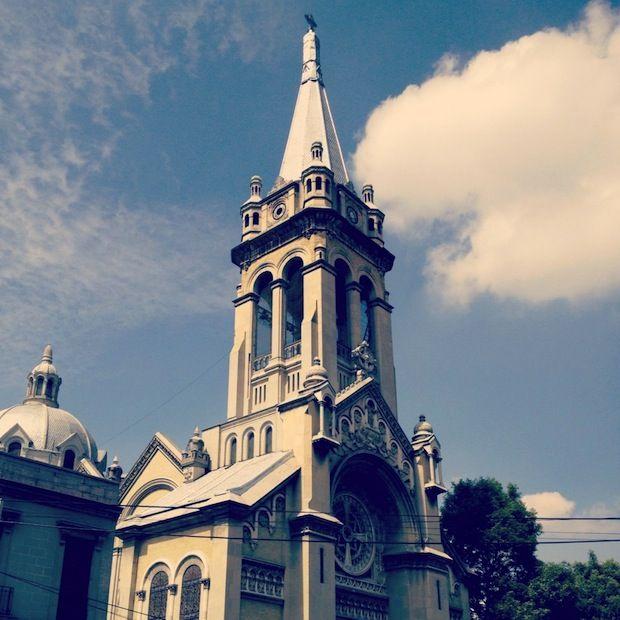Parroquia de la Sagrada Familia en la calle de Orizaba DF. Mx.