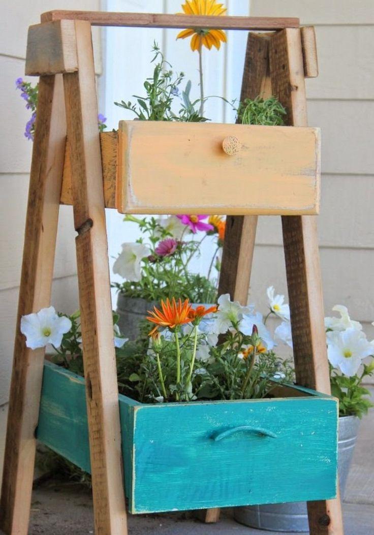 Blumentreppe aus alten Schubladen selber machen