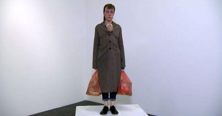 Pinacoteca de SP expõe esculturas  realistas do australiano Ron Mueck