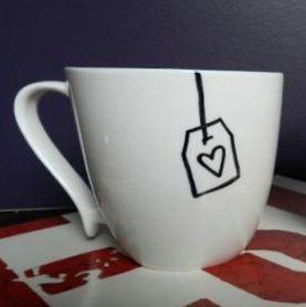 Koffietas versierd met porseleinstift