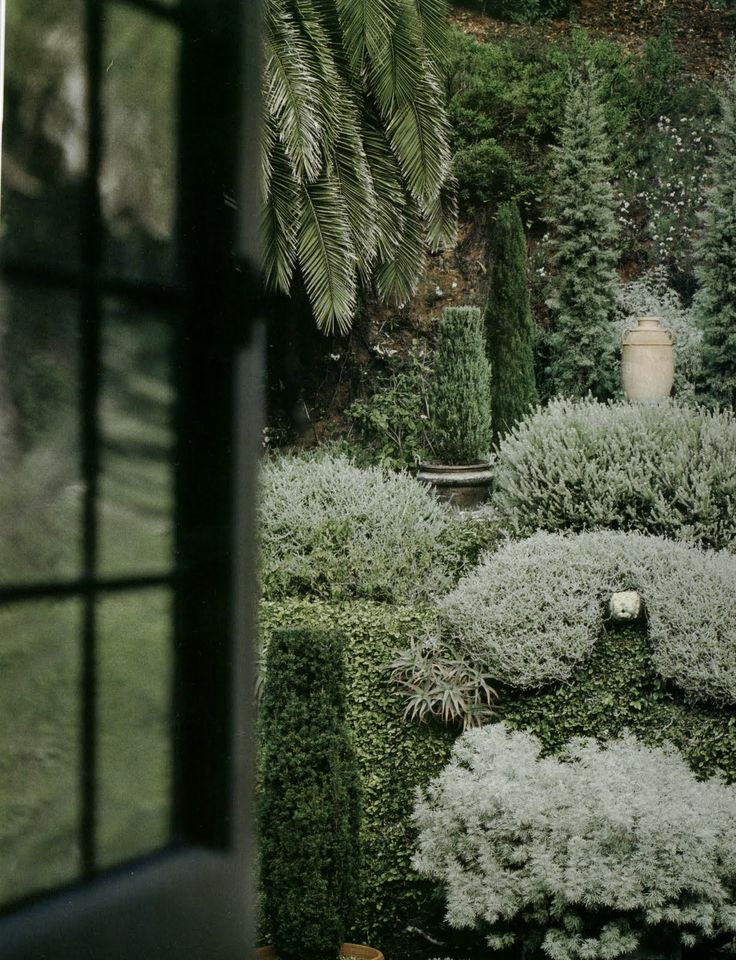 Room With A View Garden Design Part - 28: John Saladino - Silver And White