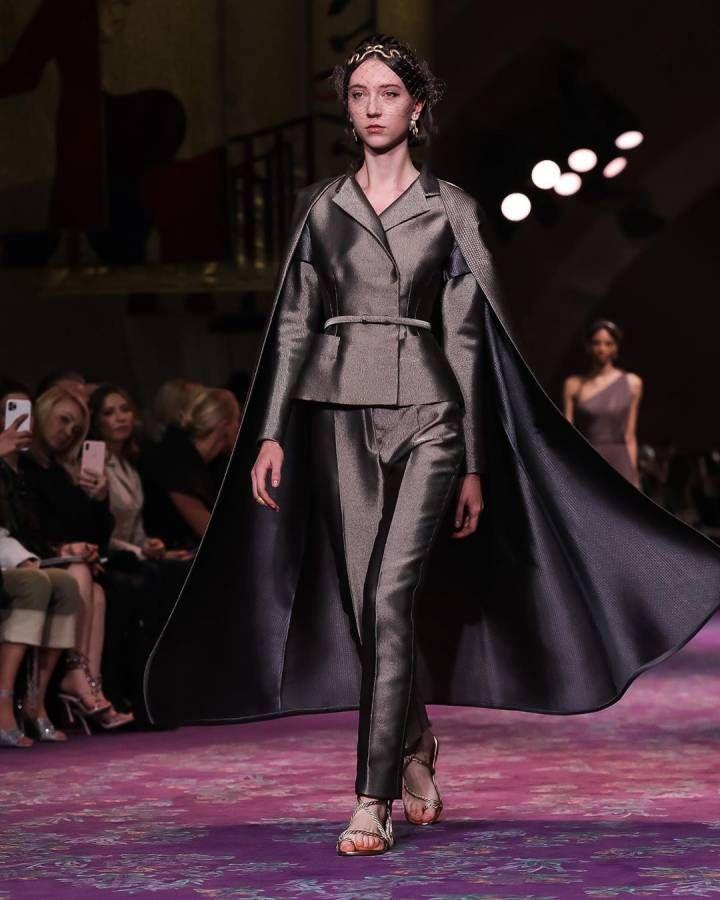 أزياء ذهبية لامعة تطغى على عرض أزياء ديور لصيف 2020 النهار أطلقت دار ديور العريقة مجموعة أزيائها الجديدة لصيف 20 Fashion Dior Haute Couture Victorian Dress
