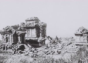 Candi Gedong Songo, di atas Bandungan, lereng gunung Ungaran kab. Semarang. 1927 / didotklasta.
