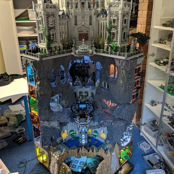 Incredible, fully lit LEGO Batman Wayne Manor with huge ...