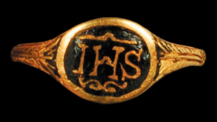 Child gold ring with monogram IHS, end of the 16th century, Zamek Piastów Śląskich w Brzegu, from the Princely sarcophagus in Brzeg