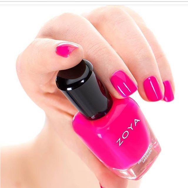 #zoyacana #zoyanailpolish #zoyanails #nailpro #manicure #nails #nails #nailsart #nailstagram Ένα ζωηρό neon φούξια βερνικι
