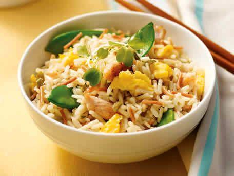 Een snel en simpel te maken recept voor Japanse gebakken rijst met kip en groenten. Dit gerecht word vaak als bijgerecht geserveerd in de Japanse keuken maar kan ook als hoofdmaaltijd gegeten worden. Ingrediënten: 2 eetlepels olie 2 eieren 3 kopjes...