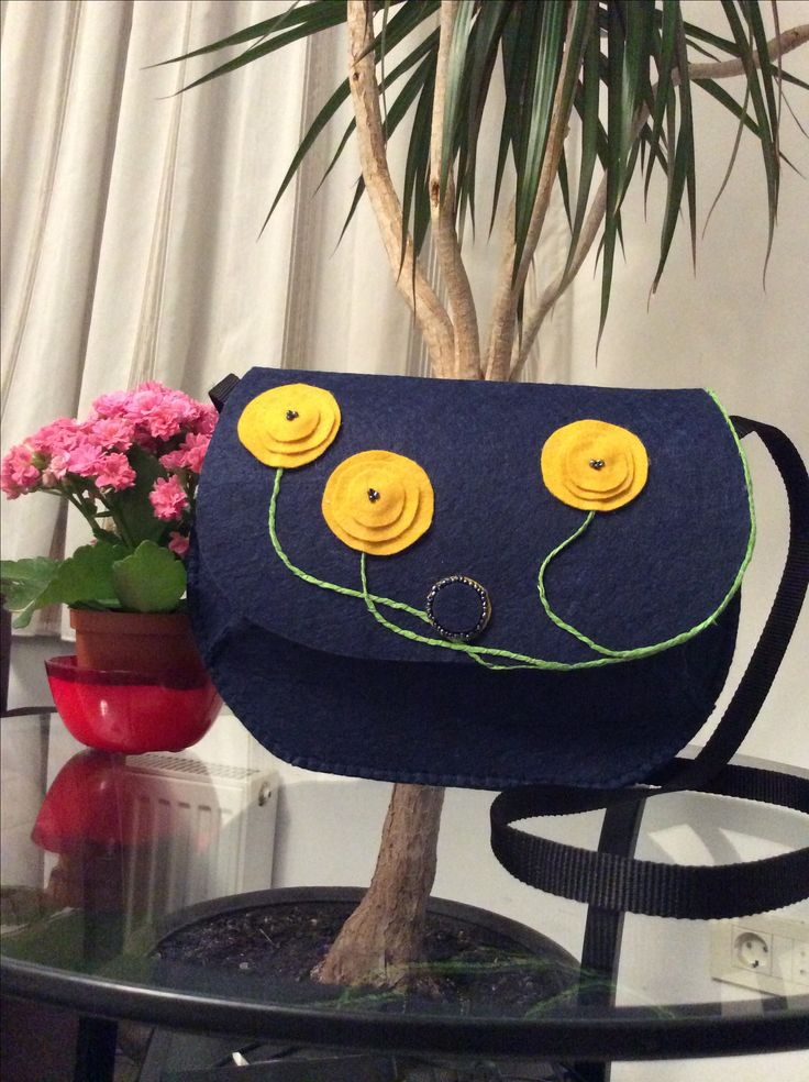 Felt bag with yellow poppies