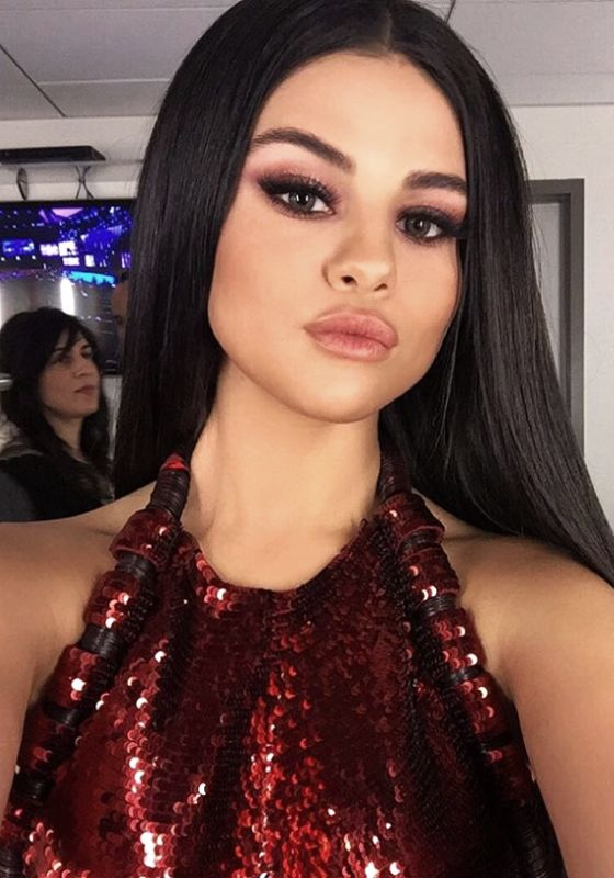 Selena Gomez, bellísima #selena #gomez #bella #beauty #star #latina #maquillaje #makeup #amor #love #LatinoMeetup www.latinomeetup.com - La comunidad líder en contactos latinos.