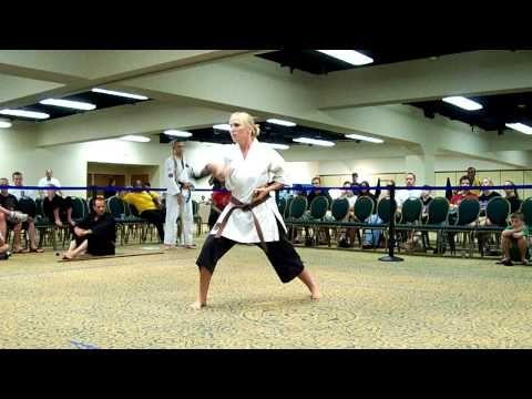 Karra Colgan Japanese War Fan Kata at USKA World Championships 2008 - YouTube