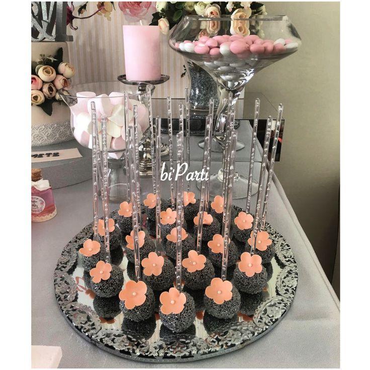 Cakepop. Cakepops. Popcake. Popcakes. Engagement cakepops. Flower cakepops. Engagement party idea.