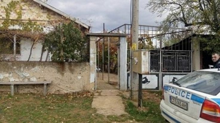 25-годишен, лежал в психиатрия, уби майка си в село Копринка. - http://novinite.eu/25-godishen-lezhal-v-psihiatriya-ubi-majka-si-v-selo-koprinka/