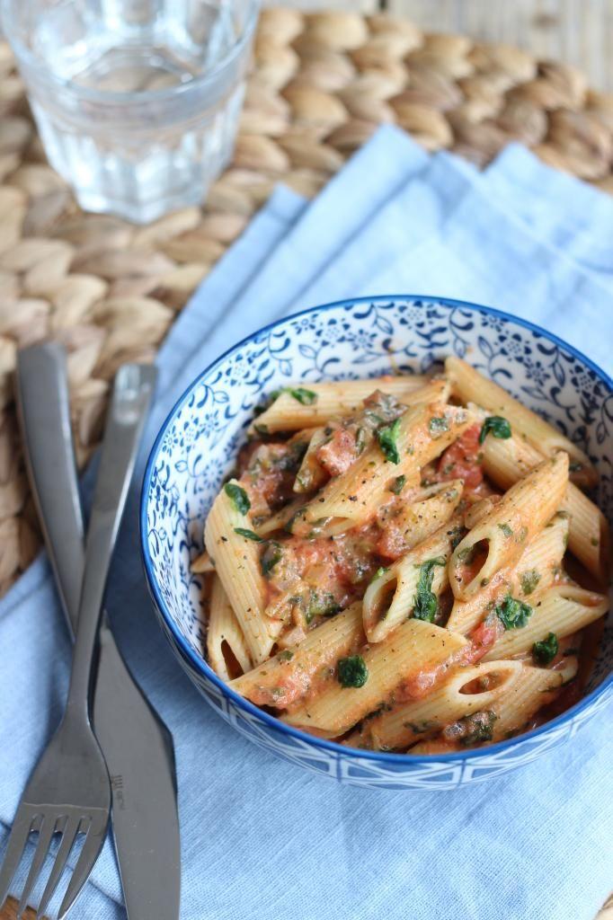 snel pasta recept, met tomaat, spinazie en roomkaas