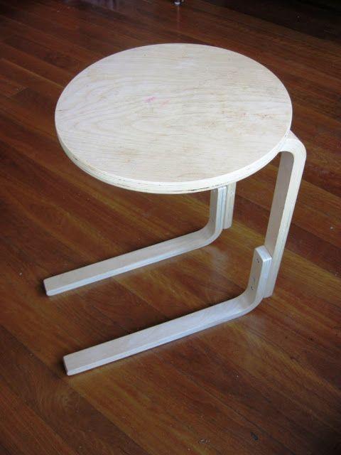 Table d appoint pour canapé à partir d un tabouret IKEA.