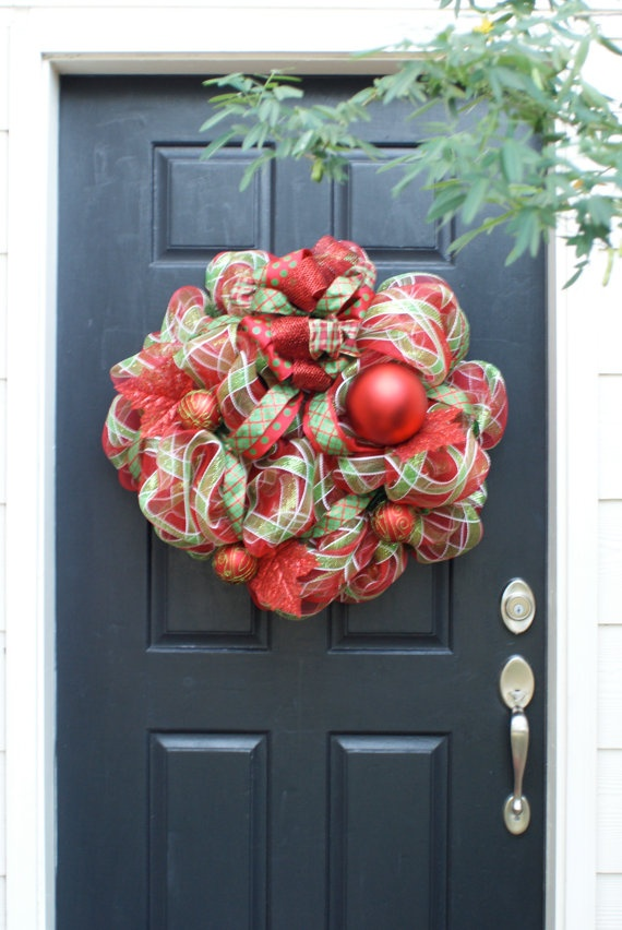 Red and green net wreath