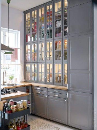 ikea kitchen... Love.  Love the storage