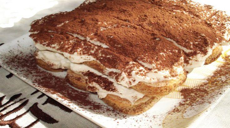 Vă prezentăm o rețetă de tiramisu de casă delicios. Acesta este la fel de delicios precum prăjitura clasică, chiar dacă se prepară fără ouă și alcool. Este o rețetă foarte simplă, iar rezultatul este absolut uimitor. Obțineți un desert fin, aromat și delicios, ce se topește în gură. Bucurați-i pe cei dragi cu un desert …