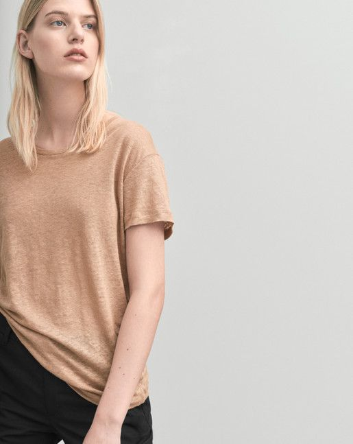 Timeless Roundneck tee with a loose straight fit. Pure linen jersey.  <br><br> - Classic tee<br> - Linen Jersey<br> - Loose straight fit<br><br>  The model is 175cm and wears size S.