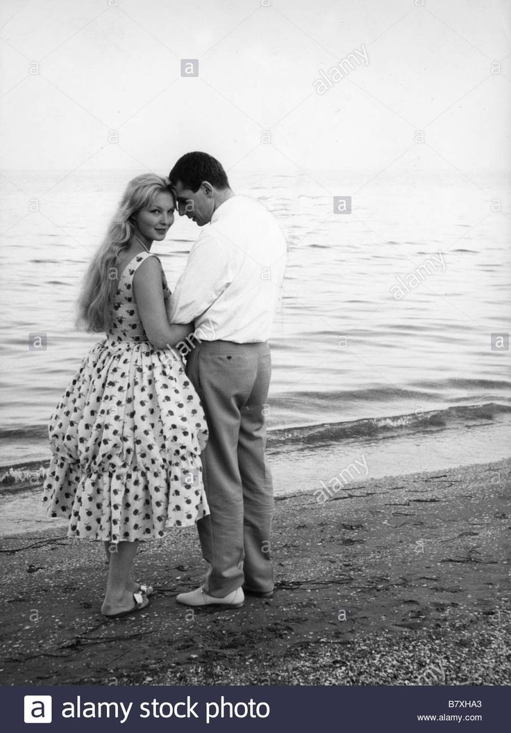 Download this stock image: Marina Vlady Marina Vlady Marina Vlady et Robert Hossein en 1960 - B7XHA3 from Alamy's library of millions of high resolution stock photos, illustrations and vectors.