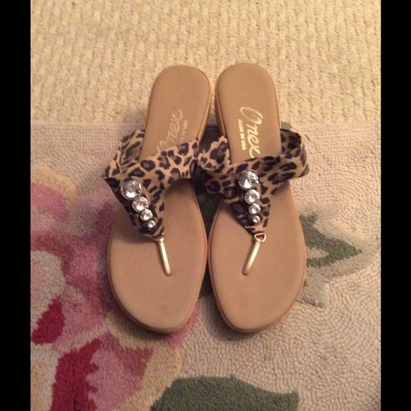Onex Women's Shoes Gently worn shoes great condition, made in the USA Onex Shoes Sandals