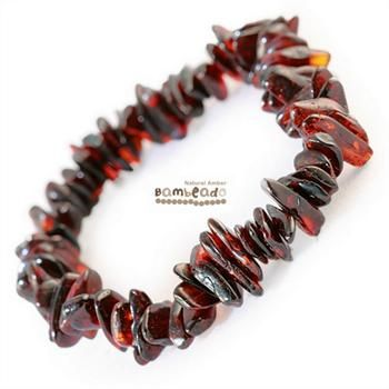 This may be an alternative to help you with eczema, arthritis and general aches and pains. This 18cm bracelet is made from amber nuggets that have been smoothed so that there are no sharp edges. This Honey Nugget bracelet is threaded onto elastic to stretch over your wrist. While Bambeado amber comes in several colours, the colour is just a matter of personal choice.