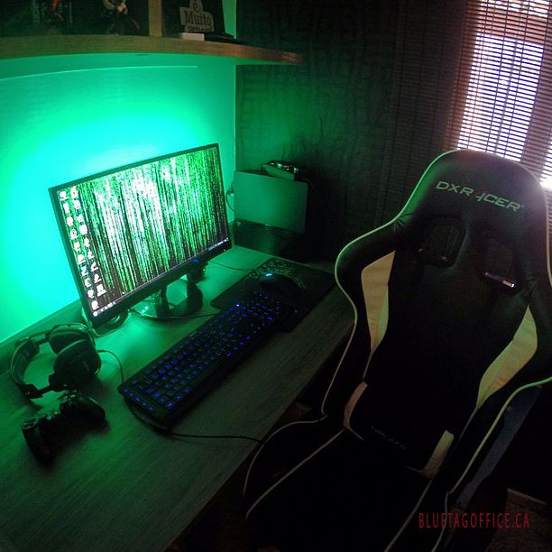 Cool pc gaming spot with the dxracer gaming chair that for Bureau edf 64