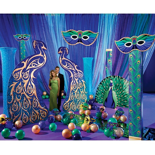 Create a unique photo opportunity at your masquerade party with this Peacock Masquerade Ball Kit.