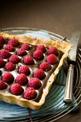 Fransk chokoladetærte med hindbær http://cuisine.journaldesfemmes.com/recette/348370-tarte-chocolat-framboises (PÅ FRANSK!)