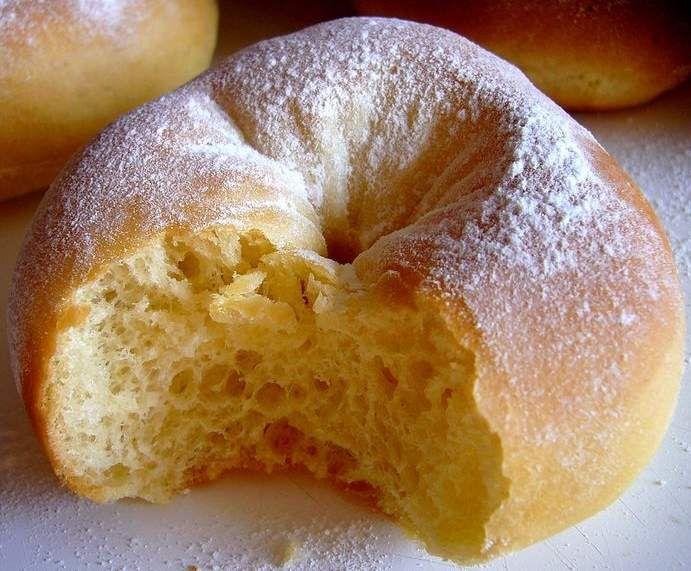Donut au four 40 g beurre doux 120 g lait 1/2 paquet Levure sèche à brioche 300 g farine 1 oeuf 50 g sucre 1 c. à café rase sel