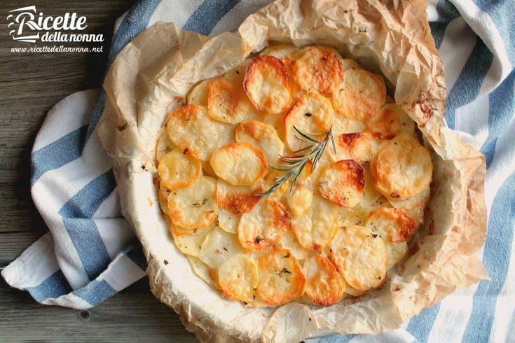 Se cercate una ricetta veramente semplice e veloce da preparare piena di gusto e originale ecco a voi il tortino di patate e scamorza affumicata.