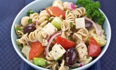 Bezlepkový řecký těstovinový salát