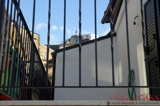 86-29 € 49.000,00 #annunciimmobiliari #vendita #forsale #casaindipendente #indipendenthouse Italia Abruzzo #Bugnara (L'Aquila) centro storico, mq 90 circa calpestabili su 2 livelli oltre cantina al piano seminterrato di mq 25 circa.