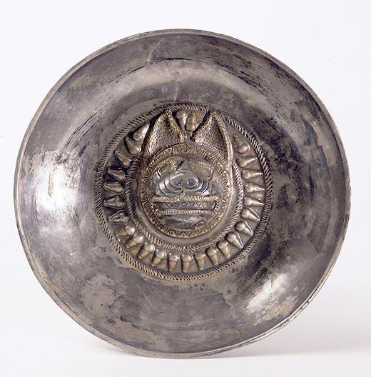 Pàtera de plata amb cap de llop, Cultura ibèrica (segles IV - III aC)  Castellet de Banyoles, Tivissa (Ribera d'Ebre)