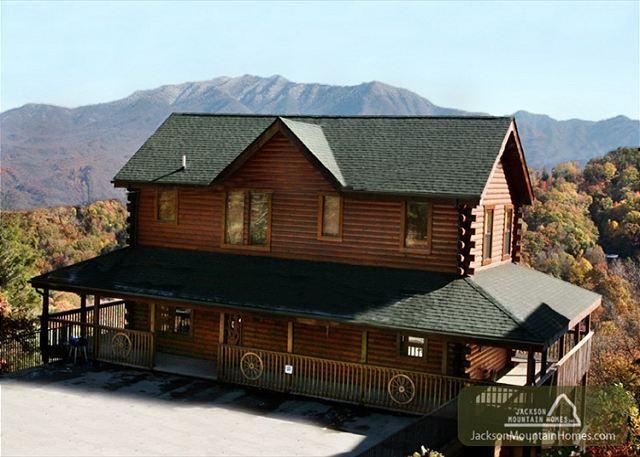 23 best large group cabin rentals images on pinterest for Jackson cabins gatlinburg tenn