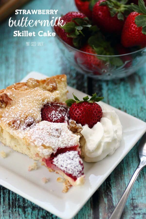 This Strawberry Buttermilk Skillet Cake Recipe Is Simply Amazing It S Easy To Make And It S So Delicious To Serve T Skillet Cake Easy Desserts Dessert Recipes