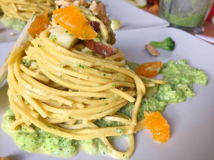 Sognando l'estate di montagna. #Chitarra fresca all'#uovo con #pesto di #broccoli e #noci saltato con #funghi #porcini, #mirepoix di #mele e #arancia . Poco #peperoncino #piccante ed #evo a crudo. Spolverata di noci e fetta di #mela a guarnizione. #NonSaràGourmetMaÈComePiaceAMe #food #gourmet #foodie #foodporn #foodgram #foodphotography #foodlover #follow4follow #foodgasm #foodpic #foodgourmet #foodstagram #dinner #lunch #orange #mushrooms #apple #walnuts #chilli #spicy #eggs