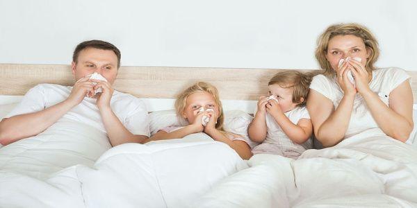 Γιατί οι μαμάδες κολλάνε περισσότερες ιώσεις από τα παιδιά σε σχέση με τους μπαμπάδες;