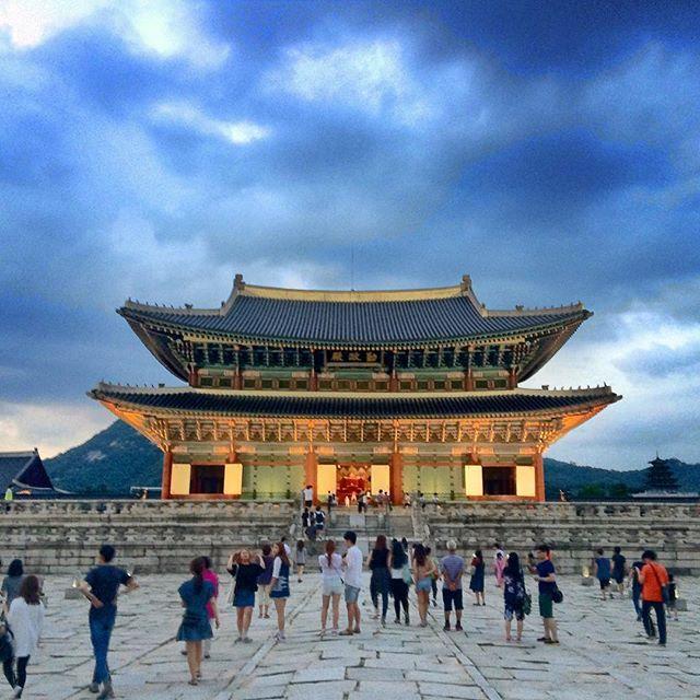 Main throne hall of Gyeongbokgung Palace at night. #Korea #Seoul #gyeongbokgung #travel #한국 #서울 #경복궁