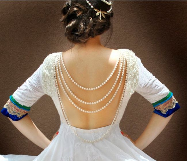 Blouse with pearls