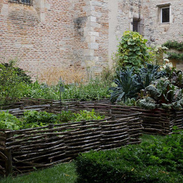 Les 39 meilleures images du tableau jardin m di val sur pinterest jardin potager nature et - Cabane jardin ikea saint etienne ...