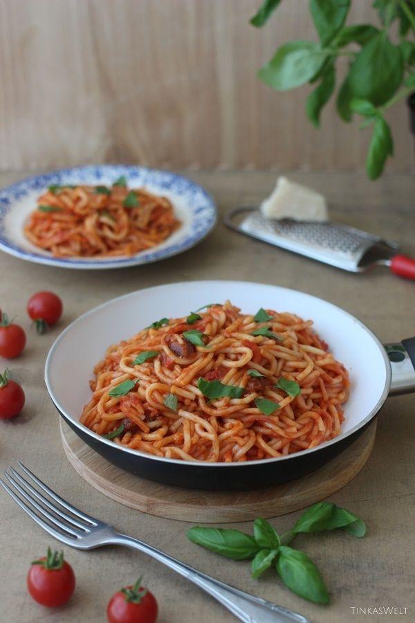 Tinkas Welt: Trend One Pot: Nudeln mit Tomatensauce