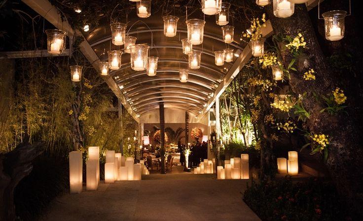 Muitas velas na decoração da entrada da festa - Roberta Assumpção e Gregorio Rossi