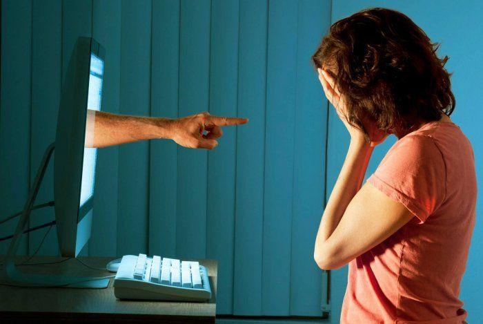 Cyberbullismo, ragazza si suicida nel padovano