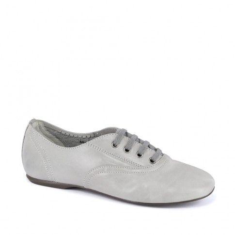 Pantofi pentru fete, albi, din piele naturala, marca Primigi.