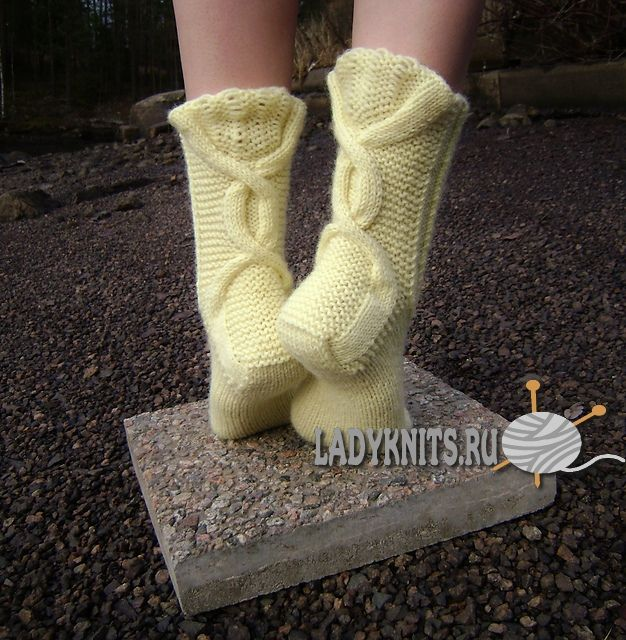 """Вязаные спицами красивые носки """"Зимняя чаша"""""""