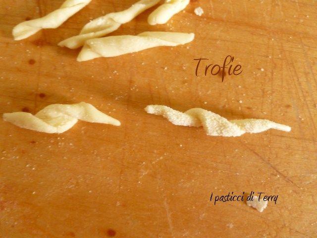 Avete mai provato a fare le #trofie ? Qui due modi per farle a mano http://www.ipasticciditerry.com/trofie/