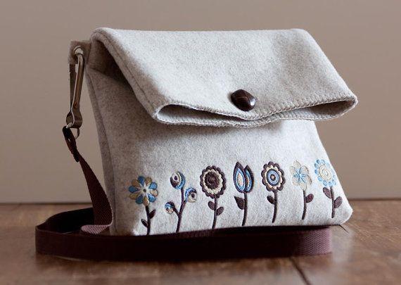 Bolsa de mano bordada de lana fieltro por unlievre en Etsy