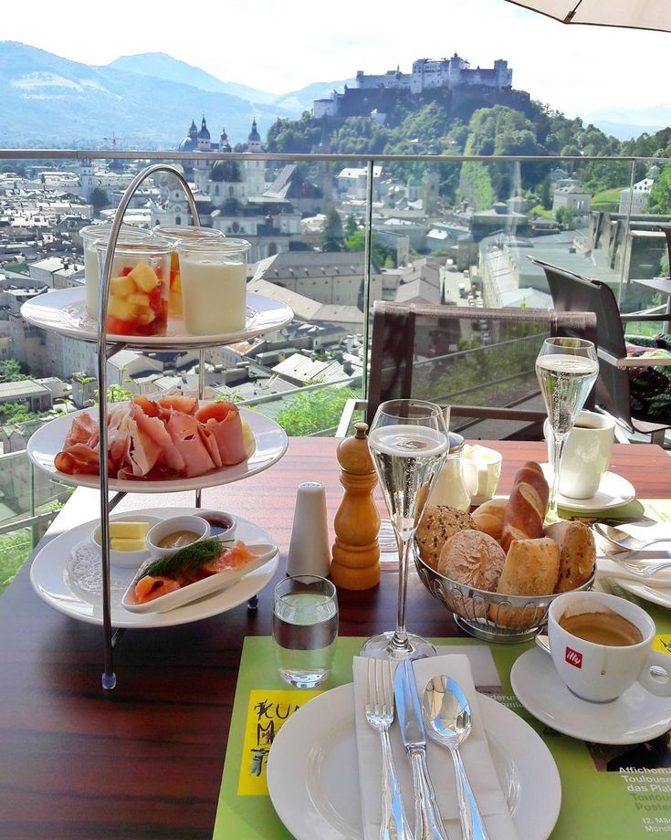 What could be better to start a Sunday than this breakfast with a view to the fortress? Thats the way to enjoy the weekend!
