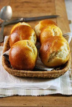 Alors là, je vous l'annonce tout de suite, cette recette de pain au lait maison est LA recette du mercredi ! Parfaite pour les enfants...
